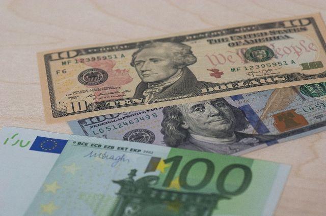 Курс доллара на Московской бирже вырос до 66,42 рубля