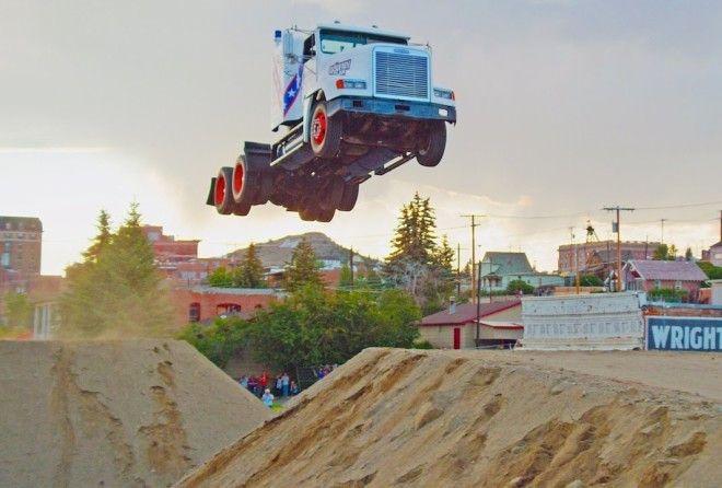 """""""Летающий"""" грузовик"""