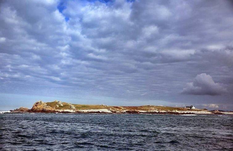 Этот дом — настоящая мечта интровертов, потому что он стоит на острове, где никого нет-16 фото-