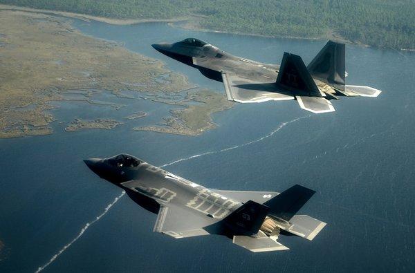 США создаст новый самолет, чтобы защитится от России и Китая