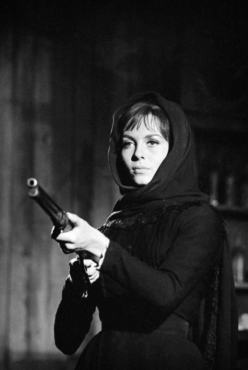Мишель Мерсье на съемках фильма «Веревка и кольт» (1969)