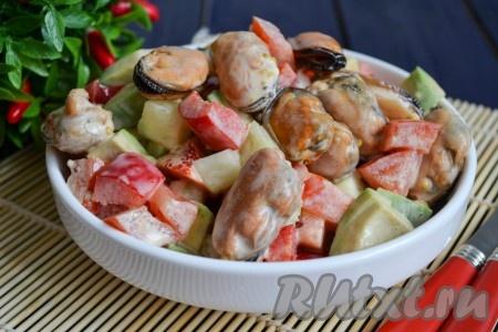 САЛАТНЫЙ ДЕНЬ. Салат с мидиями и авокадо