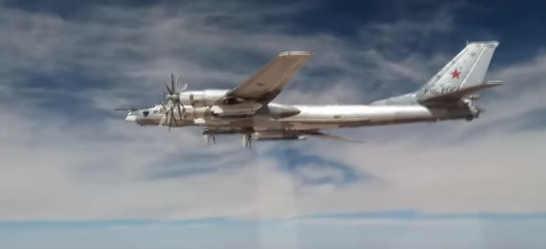 Ту-95 МС наносят удар крылатыми ракетами X-101