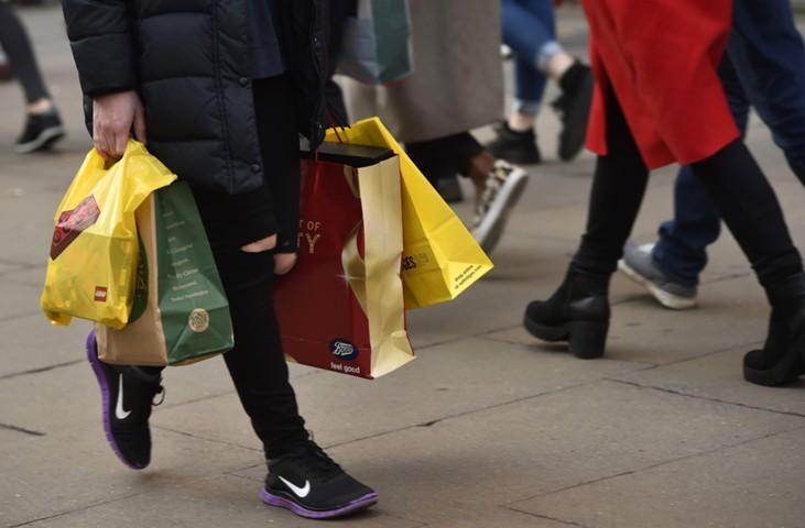 Розничные продажи в Великобритании в сентябре снизились сильнее прогнозов