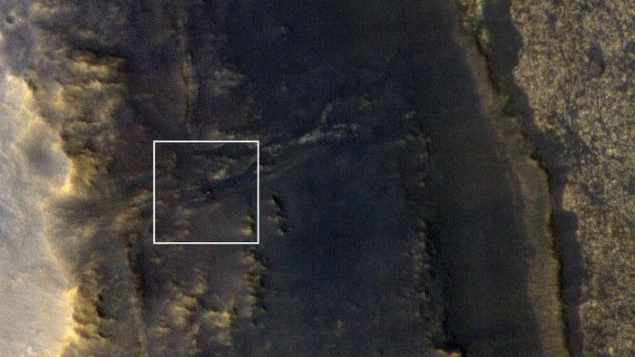 Cтанции «Mars Reconnaissance Orbiter» удалось разглядеть пропавший марсоход