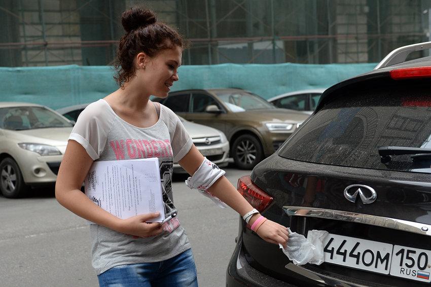 Автолюбители смогут приобретать машины в автосалонах уже с номерами
