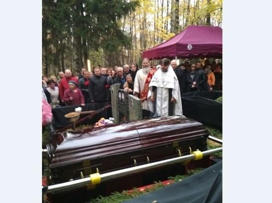 На похороны Дмитрия Марьянова принесли венок с загадочной надписью