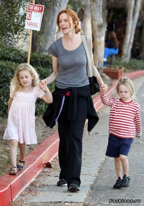 Успешная карьера и материнство – вполне совместимые вещи: звездные мамы 40+