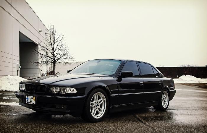 Семь «семерок»: как развивалась BMW легендарной серии
