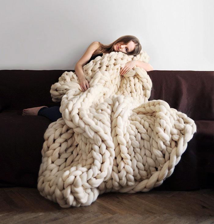 Зима близко...Вы можете связать это гигантское уютное одеяло всего за 4 часа