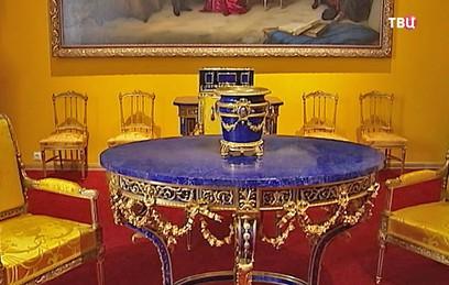 Реставраторы восстанавливают лионский зал в Екатерининском дворце