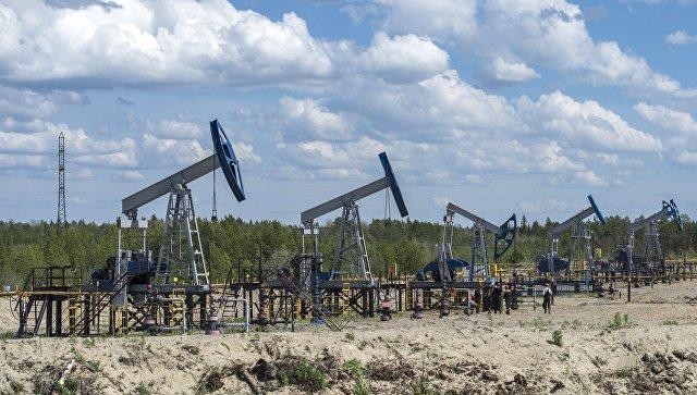 Нефть дешевеет с апрельских максимумов после данных по запасам в США