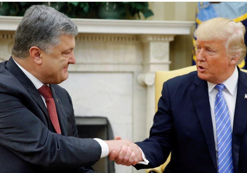 """Трамп решил не устраивать Порошенко """"фирменное"""" длительное рукопожатие"""