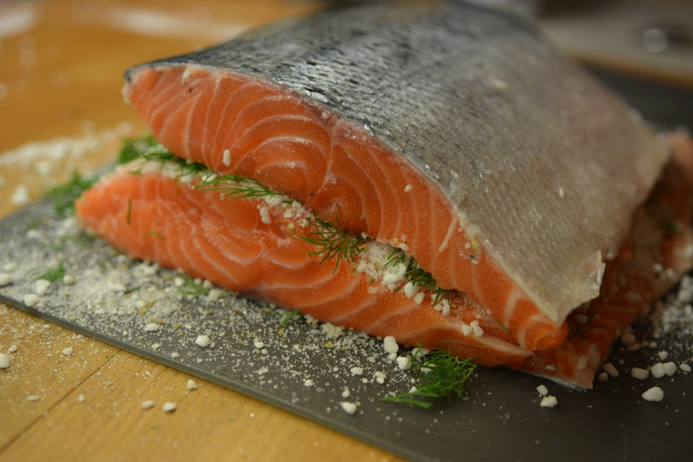 Приготовление гравлакса - копченой красной рыбы