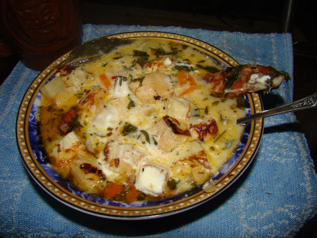 Суп с копчеными ребрами и гренками