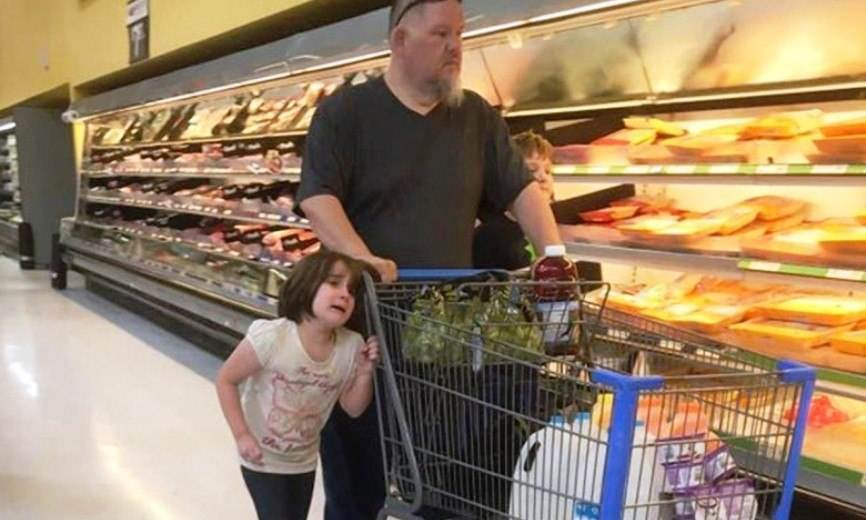 Стою я в очереди, покупаю себе колбасу