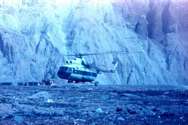 Ми–8, борт СССР–25603 на Леднике Абрамова, 1975 год, СССР история, люди, мир, фото