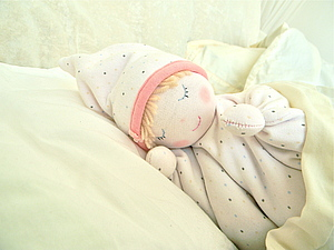 Грелка-куколка с вишневыми косточками | Ярмарка Мастеров - ручная работа, handmade