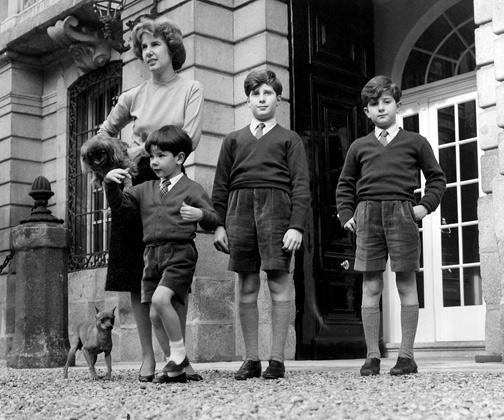 Герцогиня Альба с сыновьями в Мадриде. 1959 год.