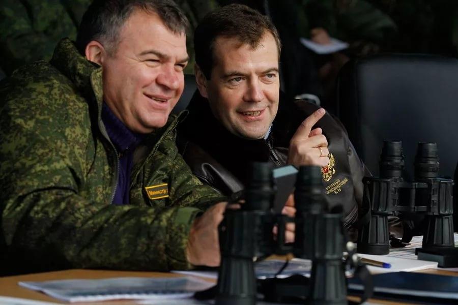 Аутсорсинг Сердюкова - солдат не кормили, технику не ремонтировали