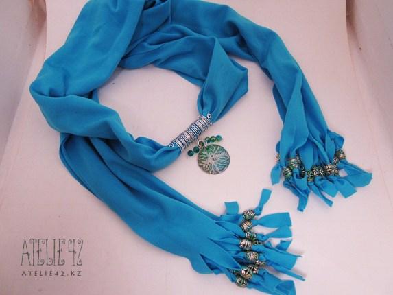 колье с шелковым шарфом