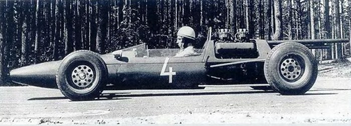 Гонщик М. Лайв в болиде Эстония-14. У машины 4-цилиндровый двигатель от «Волги».