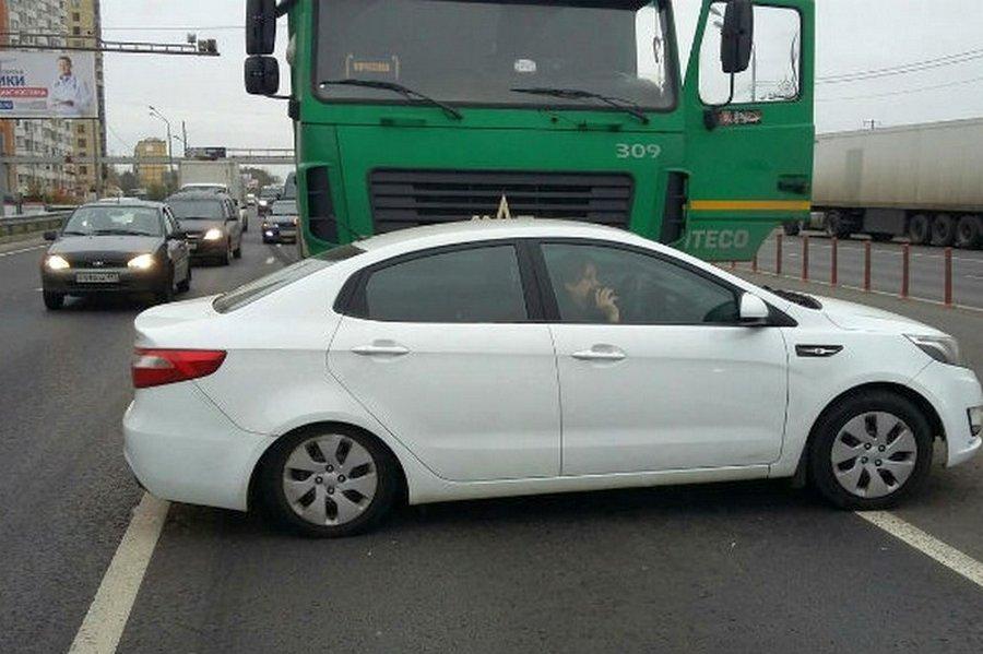 Череповецкий дальнобойщик протаранил в Москве фурой автохама