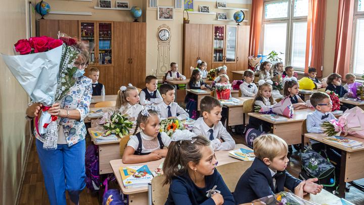 Учителя пропадут из школ? Родители напуганы мерой Собянина: Под шум COVID рушится образование