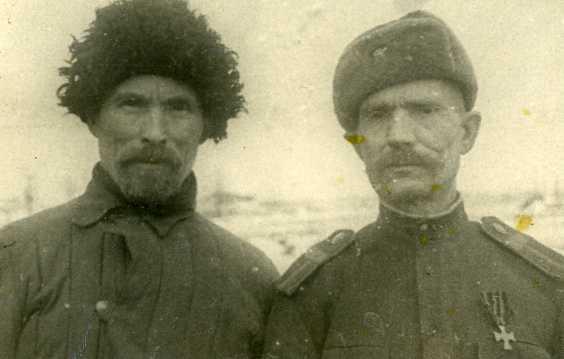 Советский старшина с Георгиевским крестом на старой колодке.