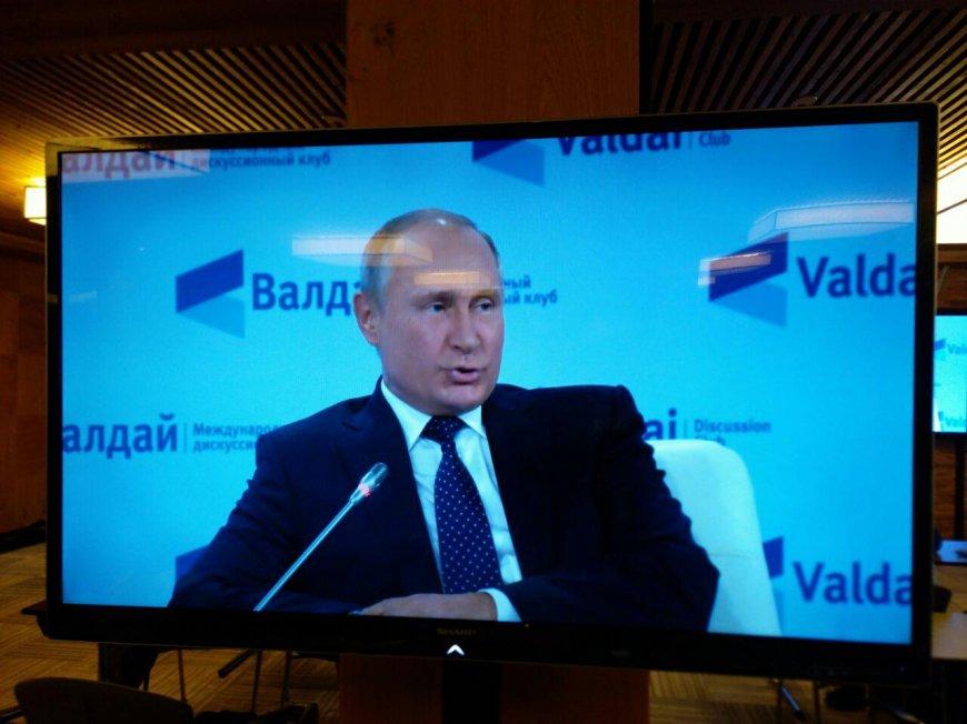 Путин на Валдае призвал сообща бороться с терроризмом, говоря о трагедии в Керчи