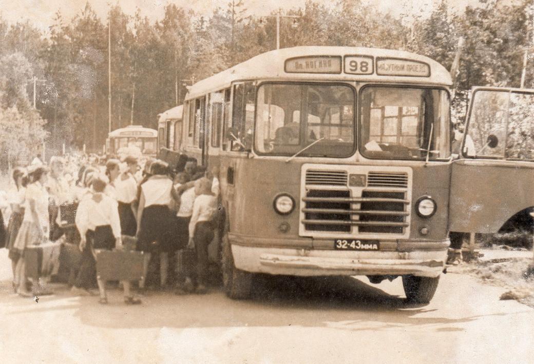 Про автобусы, которые доставляли пионеров в лагеря