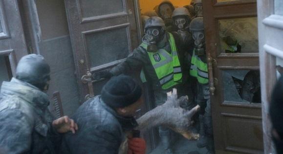 Киев: Встолкновениях уОктябрьского пострадали 60 нацгвардейцев