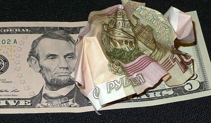 «Долларовые экономисты» нашего кабмина никогда не поднимут рубль