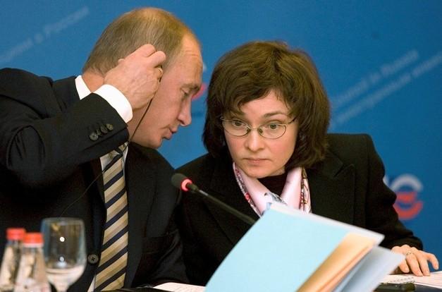 Клиентка Сбербанка в Екатеринбурге, купившая валюту на пике её стоимости, обвинила банк в беззаконии и пожаловалась Путину, Набиуллиной, Чайке и Бастрыкину