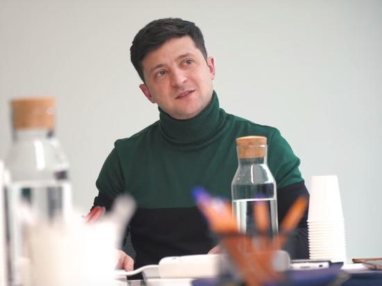Зеленский подтвердил готовность встать перед Путиным на колени