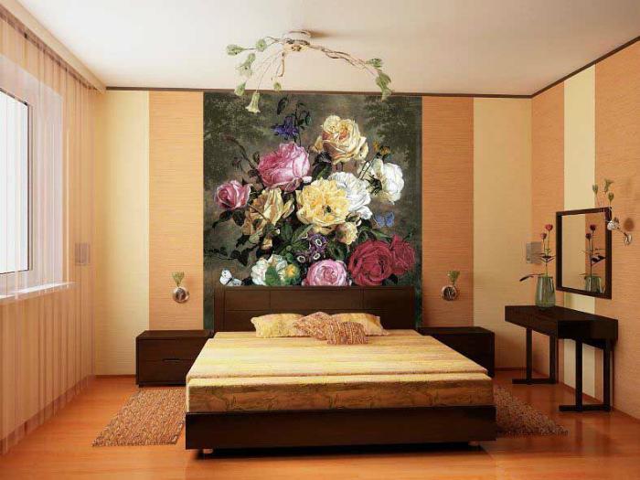 Броская картина в центре спальни.   Фото: ОЛИУ.