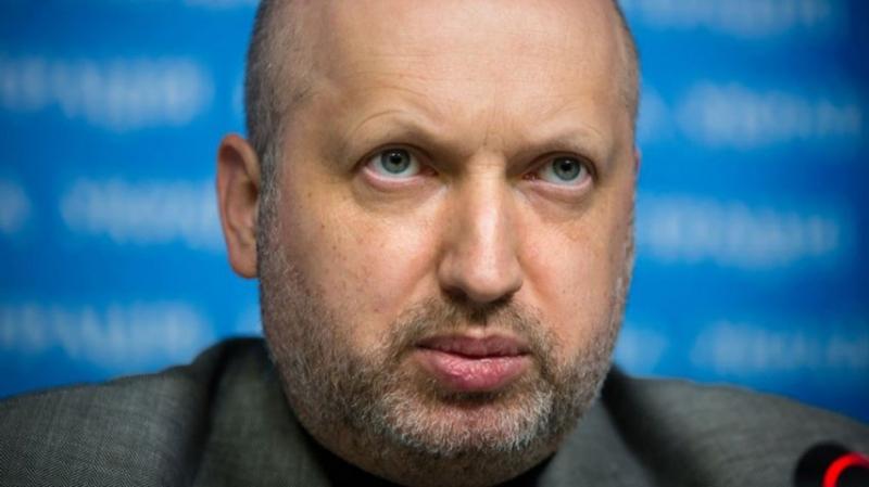Турчинов грозит впускать россиян на Украину только по биометрическим паспортам