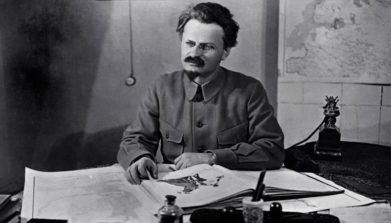 Советская республика превращается в военный лагерь