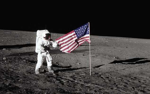 """Захарова пошутила, что американцев на Луну доставят """"русские хакеры"""""""