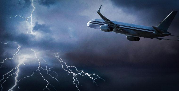 Молния повредила два пассажирских самолета на подлете к Москве