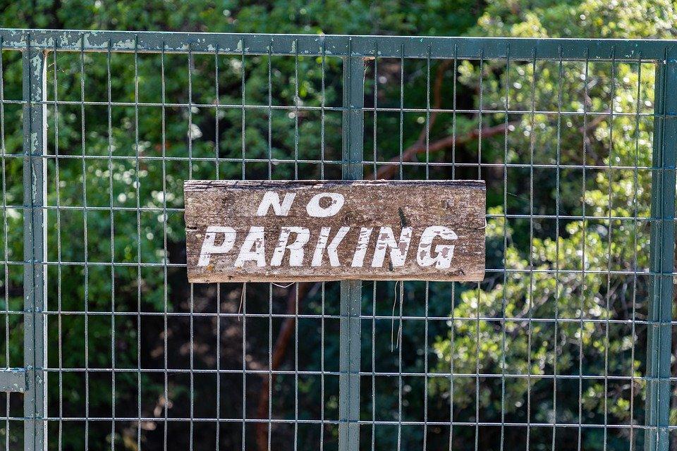 Стали известны две парковки в центре Красноярска, которые будут закрыты