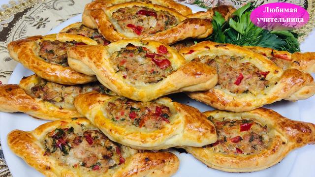 Фото к рецепту: Эта турецкая еда нас покорила! открытые пирожки с мясом в духовке! / turkish meat pies pide