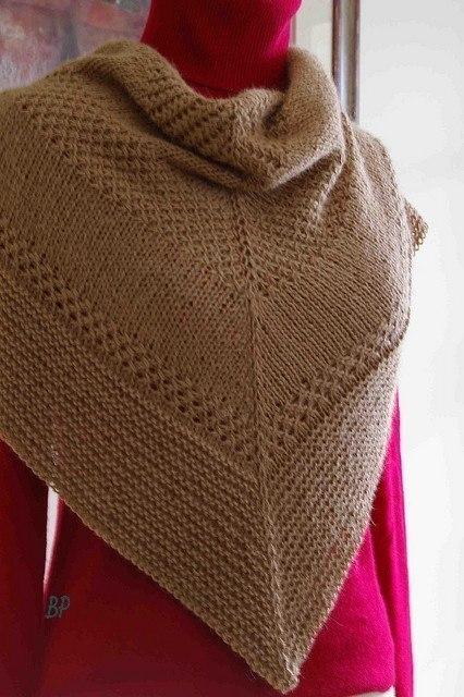 Текстурная дизайнерская шаль спицами