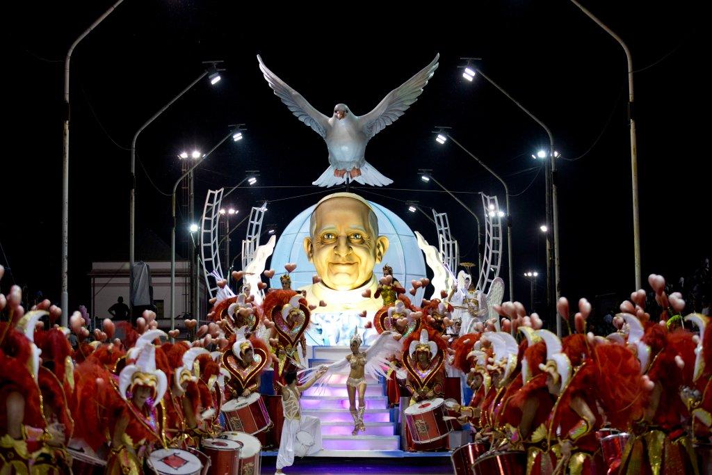 Горячее аргентинское шоу в честь Папы Римского-8