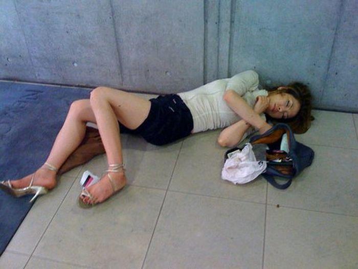 Девочки голые пьяные спящие фото 436-96