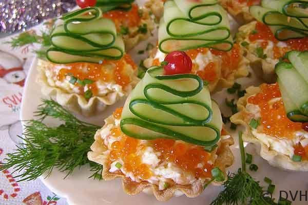 Очень яркая, красивая, вкусная закуска — тарталетки «Елочки»