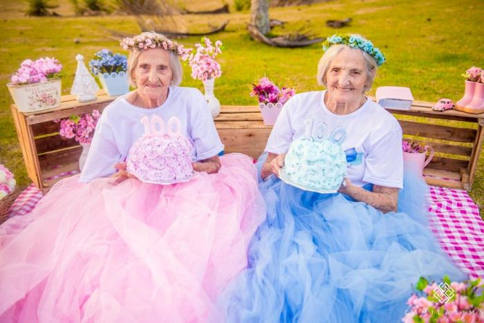 Всегда вместе: близняшки празднуют 100-летний юбилей