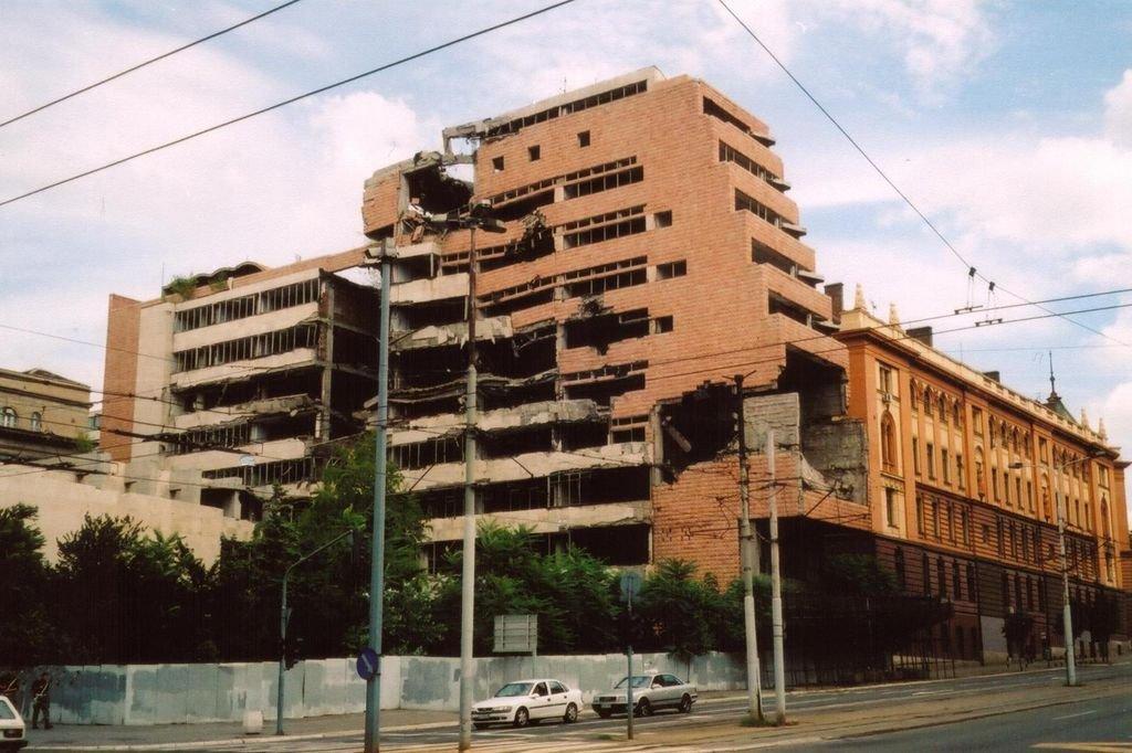 Немецкий министр поддержал бомбардировки Югославии 1999 года