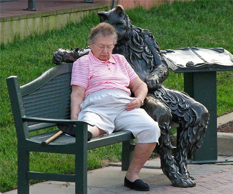 0074 Скульптуры и памятники кошкам