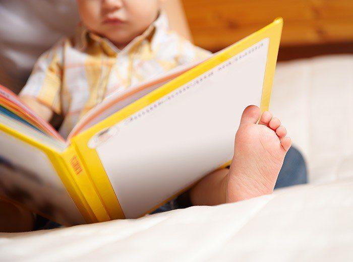 Какие книжки полезно читать малышам до года?